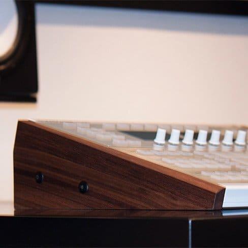 NI-Maschine-Studio-Elevated-Wood